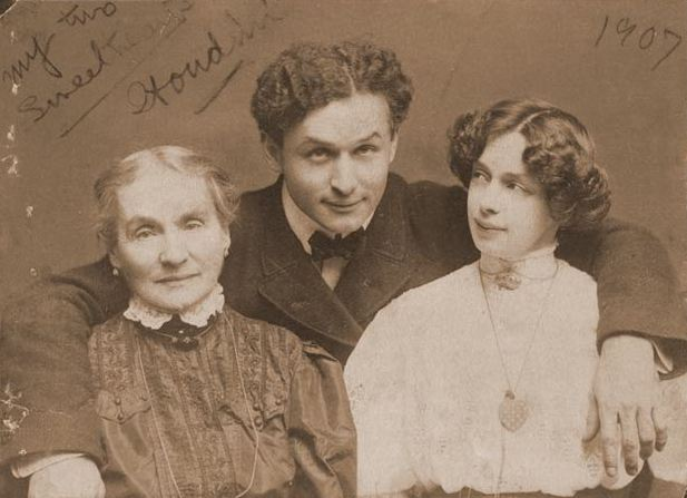 houdini with his wife and mother